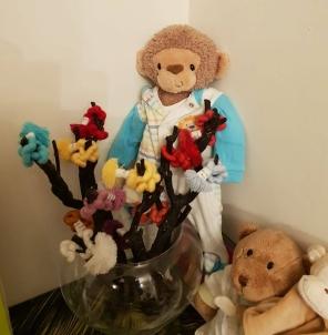 De beer en de aap zijn altijd aanwezig en maken altijd deel uit van Rani's Speelhuis.