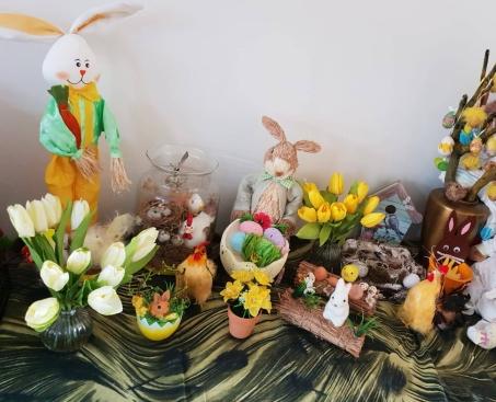 Niet alleen de paashazen , de paaskippen en konijntjes zijn van de partij, maar net als elk jaar, ook de beren en de Aap.